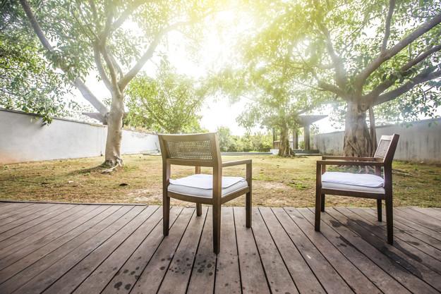 เก้าอี้ในสวน