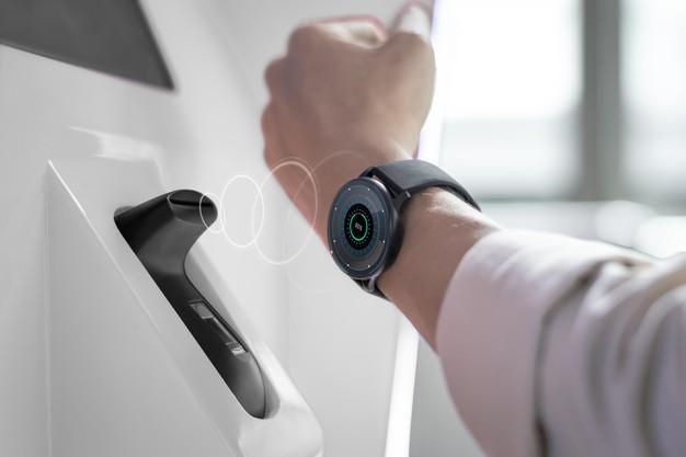 smart-watch-contactless-cashless-payment